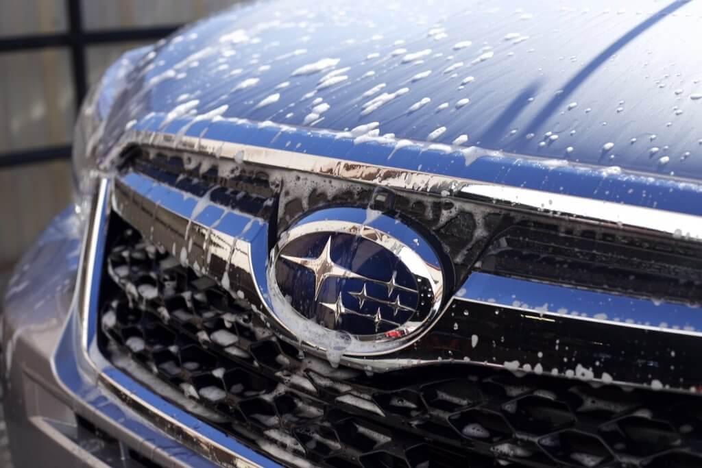 Rửa xe Subaru tại nhà đúng cách